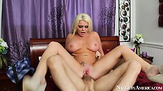 Slutty blonde MILF Alexis Ford rides him reverse and gets bucked