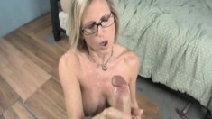 Jade Jameson drops to her knees and shows off her handjob abilities